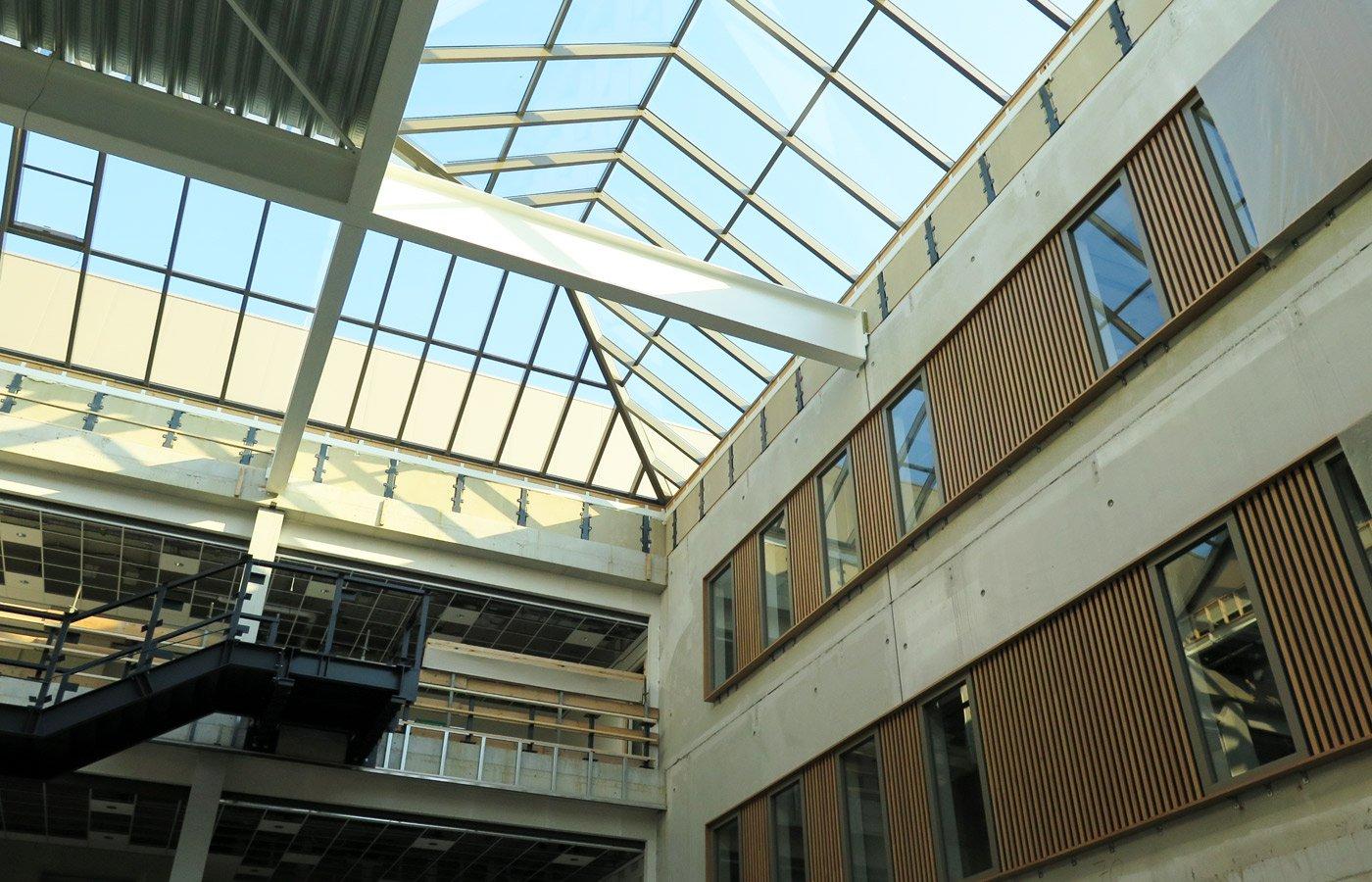 Het dak van het atrium