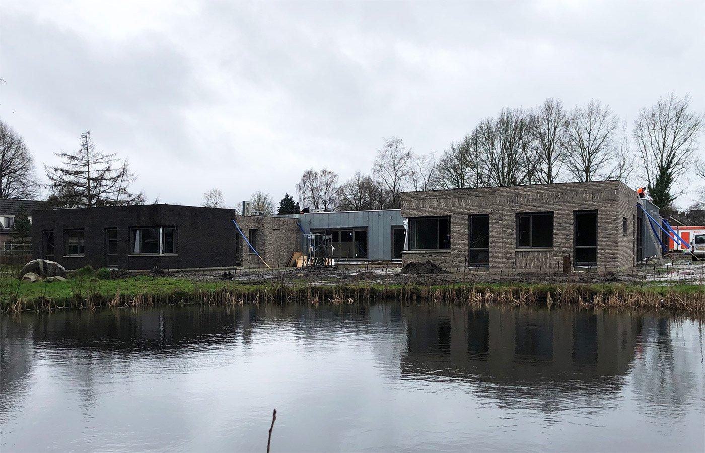 gebouw aan het water