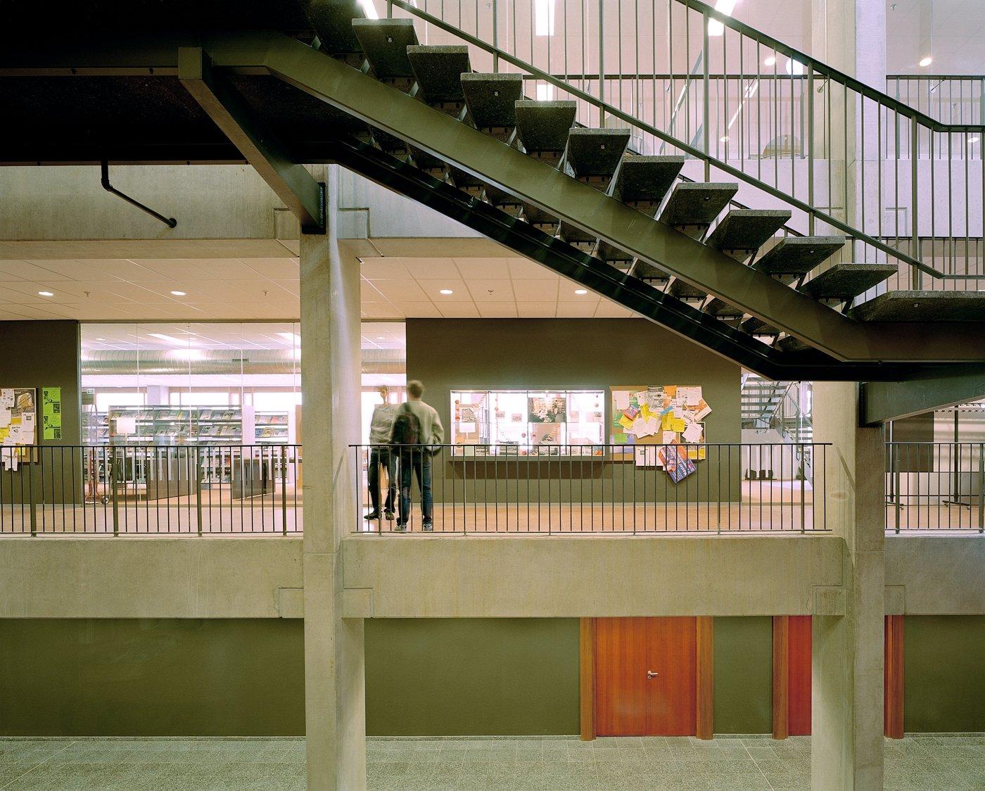 trap bibliotheek kantine